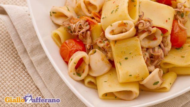 Calamarata - Pasta with calamari, small tomatoes, garlic, parsley and hot pepper