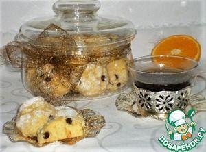 """Итальянское апельсиновое печенье"""":      Яйцо куриное — 1 шт     Масло сливочное (холодное) — 80 г     Мука пшеничная — 360 г     Сахар — 100 г     Разрыхлитель теста — 8 г     Сок апельсиновый (свежевыжатый) — 90 г     Цедра апельсина (с одного апельсина) — 1 шт     Шоколад темный (шоколадные капли) — 40 г"""