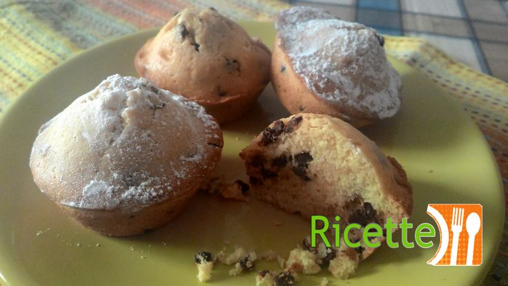 Ricetta Muffin senza lievito. Questi muffin senza lievito sono dei deliziosi morbidi tortini, ideali per merenda o colazione. A differenza dei