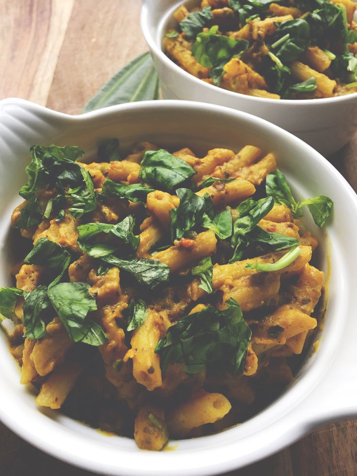 I blended a few leftovers together (some squash, black beans, eggplants, chilli, organic turmeric, vegetable stock, jalapeño pepper, coconut milk, nutritional yeast and Himalayan salt). It turned out to be the best squash-penne meal I've had (so far)! I also used @gogoquinoa gluten free penne's (so tasty). Oh and I sprinkled some fresh basil on top.