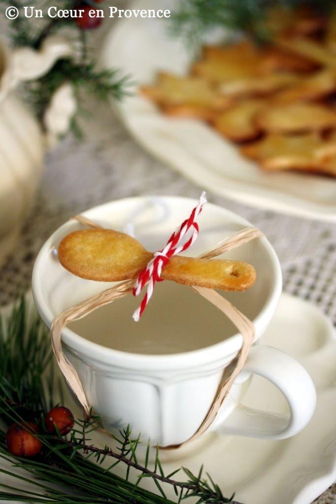 idea golosa!: Holiday, Tea Time, Recipe, Gift Ideas, Shortbread Cookies, Spoon Shaped Shortbread, Teacup Decorated, Festive Time, Teatime