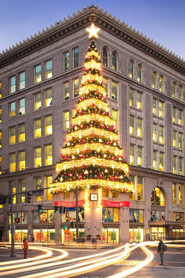 Christmas in Downtown Pittsburgh. Horne's Department Store Christmas tree brings back happy childhood memories.