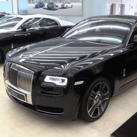 2017 Rolls Royce Ghost purchasers who are overhauling from a BMW may see the infrequent gear of a 7 Series or a comparable iDrive encounter