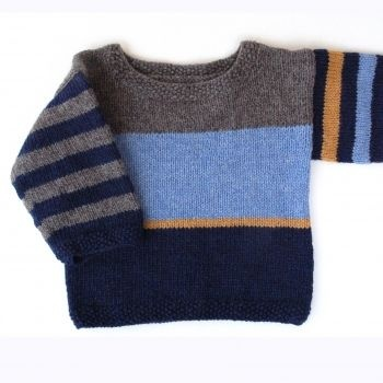 Laurids: Trøjen er strikket på rundpind op til ærmerne. Ærmerne er strikket på strømpepinde. Kanten er perlestrik