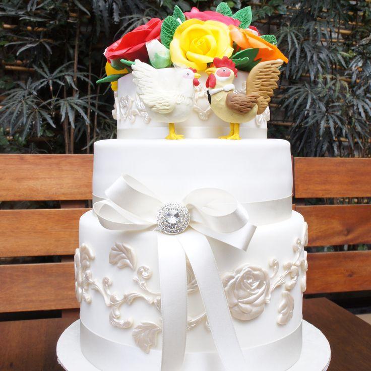 Torta clásica de matrimonio pero personalizada. ¿Qué tal unos toppers de lo que hacen y los representa? - Classical wedding cakes with personalized toppers