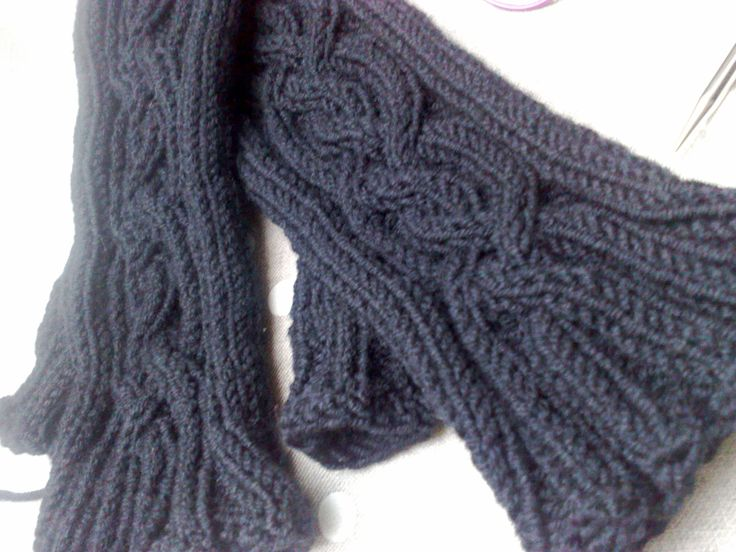 Vancouver Fog Fingerless Gloves -pattern by Jen Balfour