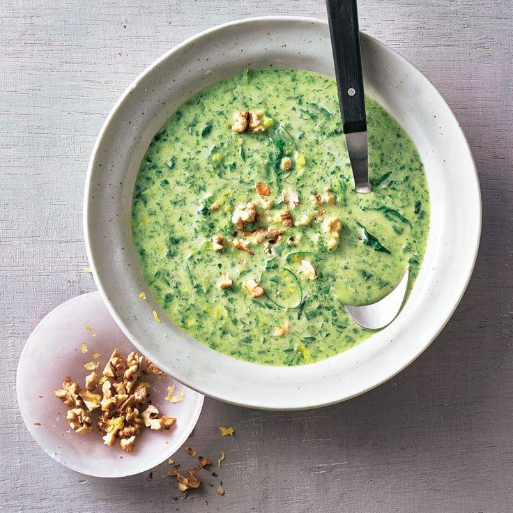 """Gorgonzola-Spinat-Suppe - """"Gemüse und Gorgonzola ist eine tolle Kombi! Den Käse einfach mit Spinat und Lauch pürieren und eine leckere Suppe zaubern."""""""