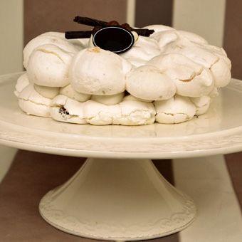 Tort bezowy z kremem kawowym. Zdołasz się oprzeć?