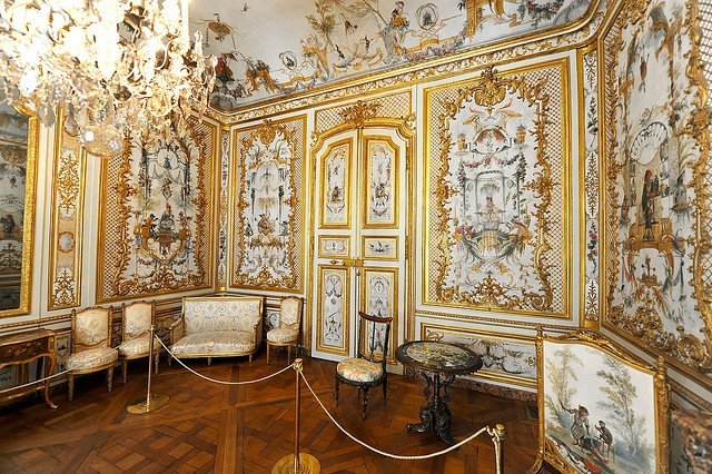 salon des singes chateau de chantilly with painted