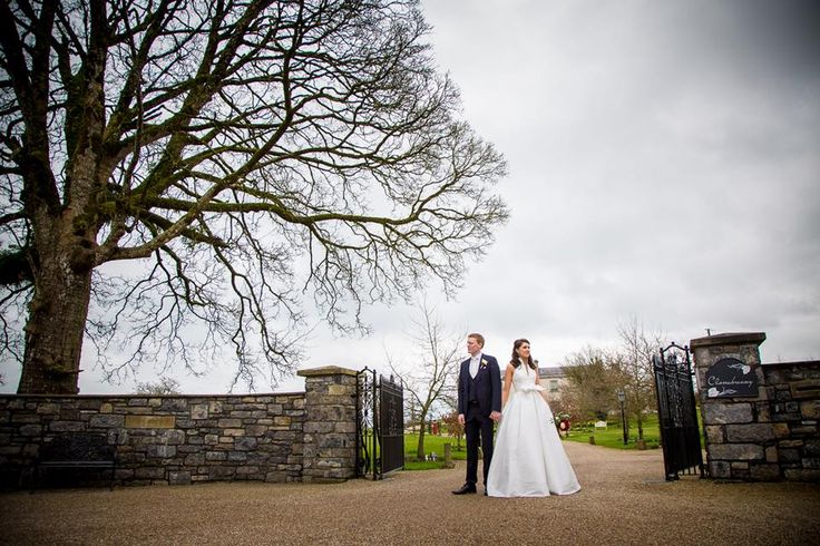 Our stunning bride Tonia Daly shared amazing pictures with us. Best way to star our day!