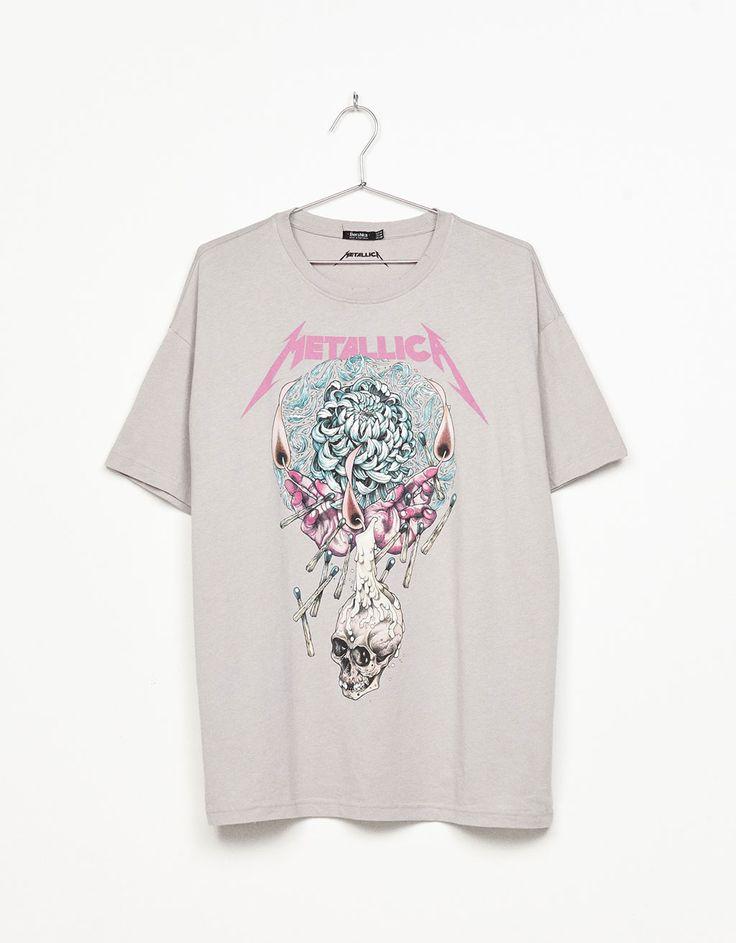 Descubre las últimas tendencias en Camisetas en Bershka. Entra ahora y encuentra 134 Camisetas y nuevos productos cada semana
