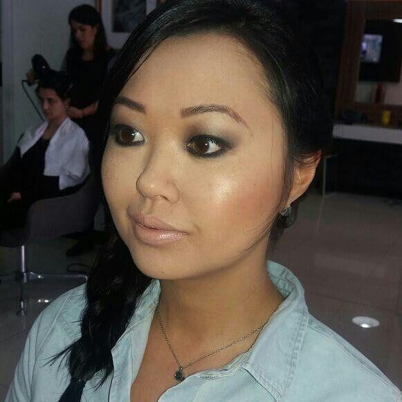 Uma das lindas de hoje @liliane_my Maquiagem minha e cabelo @vafronza  #makeup #makeupartist #maquiagem #maquiadora #mua #glow #turnyourskinon #beleza #beauty #beaute #oriental #belezaoriental #blackeyes #smokyeye #estetica #esteticista #cosmeticos #cosmetologia #cosmetologa #aesthetics #maccosmetics #dior #nars