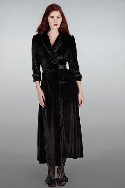 Velvet Budoir Robe, Sort