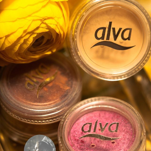 DIY contouring make up & concealer with coconutoil #glitter #glitternails #colourpigments #glitterlips #glitterlife #glitterlove #alvanaturkosmetik #organic #coconutoil #vegan #sculptmakeup #sculptingkit #contouringmakeup #contouringkit