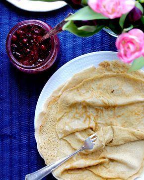 Ett enkelt och gott recept på tunna, frasiga, naturligt glutenfria pannkakor utan mjölmix. Glutenfria mjölmixer innehåller till största andel ren stärkelse. Det här receptet är gjort med näringsrik…