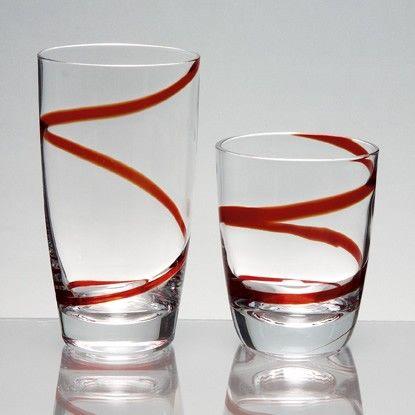 Σετ ποτήρια 12 τεμαχίων, σχέδιο Spiral , από φυσητό γυαλί σε έντονο κόκκινο χρώμα. Το σετ αποτελείται από 6 ποτήρια του νερού και 6 του κρασιού. Πλένονται σε πλυντήριο πιάτων χωρίς να χάνουν τη λάμψη τους.