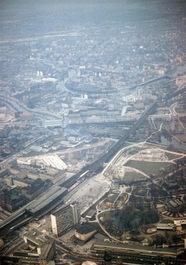 1958 BerlinCharlottenburg Unten ist der Bahnhof ZOO zu