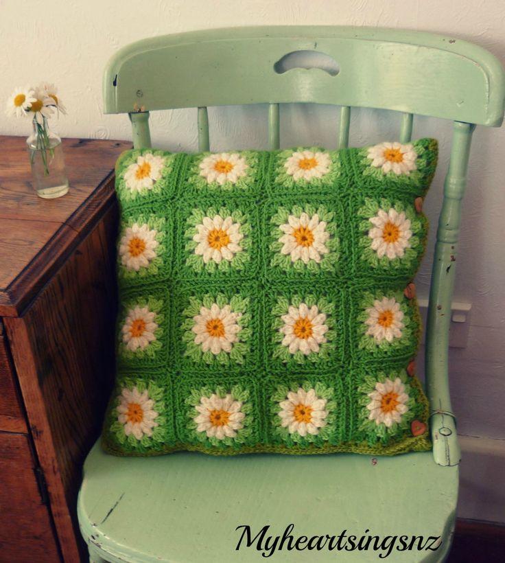 crochet daisy cushion cover