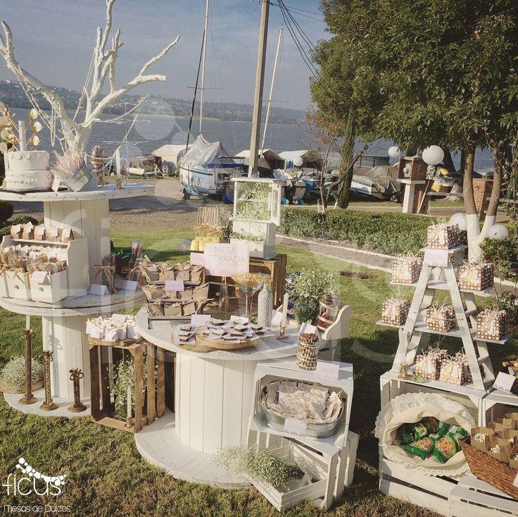 Vintage Campestre. Dulces y botanas. Dorado y Blanco. Huacales, tinas, velas, nube. Ficus Mesas de Dulces