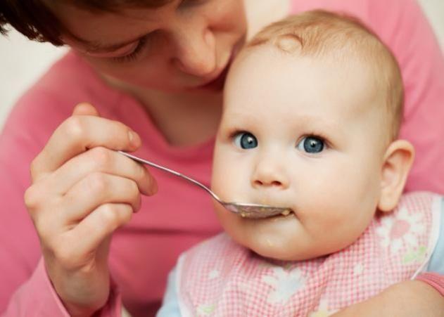 """MommyWiki: """"Εναλλακτικές"""" προτάσεις διατροφής για μωρά"""