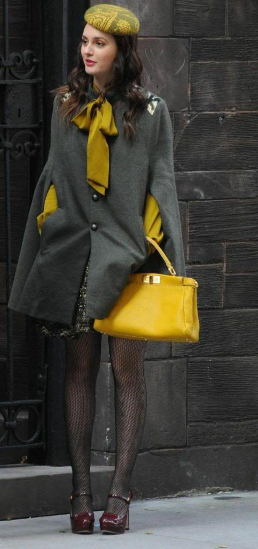 manteau cape, foulard et blouse couleur jaune moutarde, sac jaune