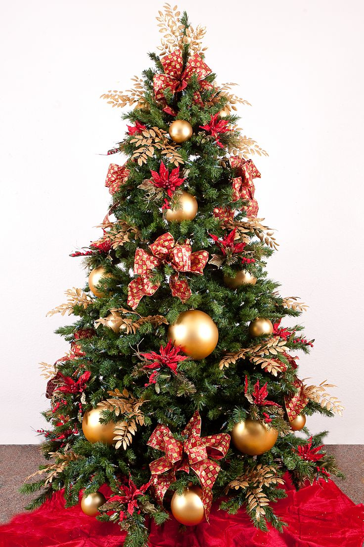 Red and gold christmas tree decorations - Christmas Tree Ideas With Luxury Golden Baubles And Several Evergreen Leaves Design For Christmas Tree Decorating