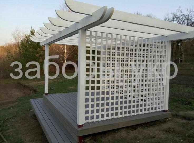 Белая открытая терраса из дерева