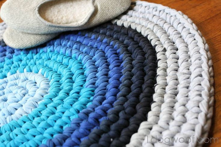 Crocheted t-shirt rug tutorial. Go to a thrift store and buy men's xxl t-shirts for supplies.