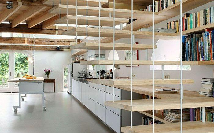 Во всем мире становится популярной организация современного жилого дома с помощью нестандартных архитектурных и дизайнерских решений в бывших подсобных помещениях в сельской местности, например, в заброшенном амбаре. Примером такого решения может быть Дом G в маленьком голландском городке Гелдермалсен.