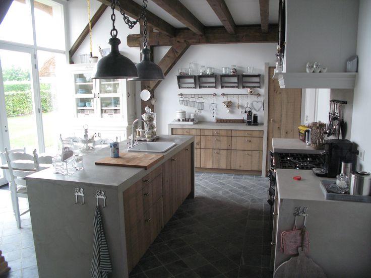 Massief eiken keuken front oud gemaakt en lintzaageffect werkblad beton home pinterest - Keuken in het oude huis ...