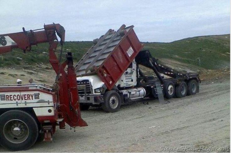 Mack roll off having a bad day   Trucks   Pinterest   Big ...