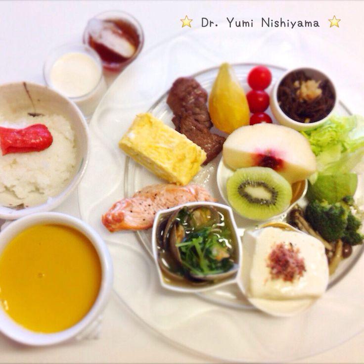 """Dr. Yumi Nishiyama's """"The Original Diet Plate"""" for beauty & health from japanese doctor‼️   2015.9.29「ドクターにしやま由美式ダイエットプレート」:女性医師が栄養バランスを考えた、美味しいプレートのご紹介。    大きめのプレートに、血糖値を急激に上げないように考えた食材を並べ、12時の位置から順番に食べるとても分かり易い方法です。   血糖値を上げないこの食べ方は、身体に優しく栄養補給ができるので健康を維持できます。オリジナルの⭐️西山酵素⭐️も最後に飲みます。   ⭐️美女のスイッチ⭐️⭐️時計周りに食べなさい⭐️の西山由美医師の本もAmazonで購入可。  http://www.momohime-medical.com  #ダイエットプレート #diet #healthy #にしやま由美 #痩せる食事 #doctor #nagoya #nutrition #子供の脳育を考えた食事 #血糖値が急上昇しない健康的食事方法"""