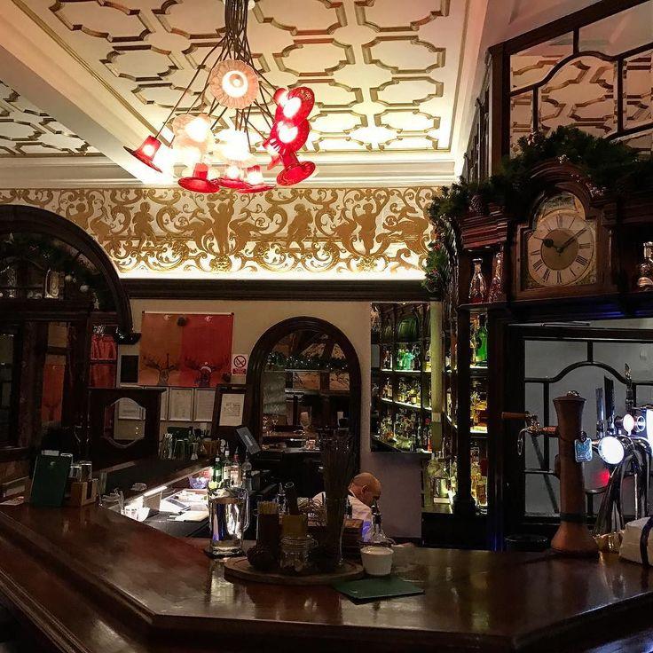 Haunted Pub #CrockFolly #MaidaVale #PubCrawl #Pub #GastroPub #London #HauntedHouse #Ghost #DintCallGhostbusters #Travel #Tourism