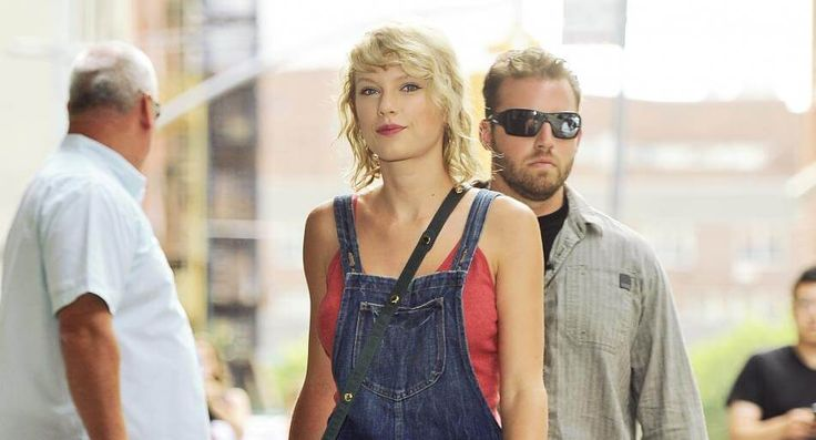 Back to the roots: Taylor Swift trägt wieder gelockte Haare