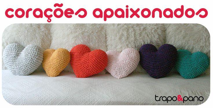"""Almofadas em crochet """"corações"""" apaixonados"""