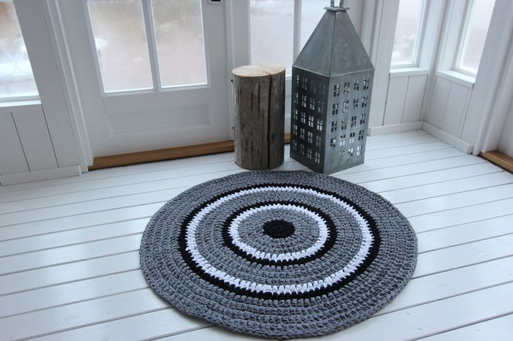 Virkattu matto 100cm (harmaa/musta/valkoinen)