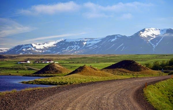 Islandia: http://praktycznyprzewodnik.blogspot.com/2014/10/podroz-po-islandii-relacja-zdjecia-mapa.html  autor relacji nadesłanej na konkurs to Kasia - zobacz więcej zdjęć