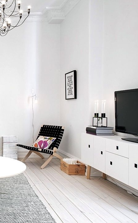 Via NordicDays.nl | White Alvhem Home | Black and White