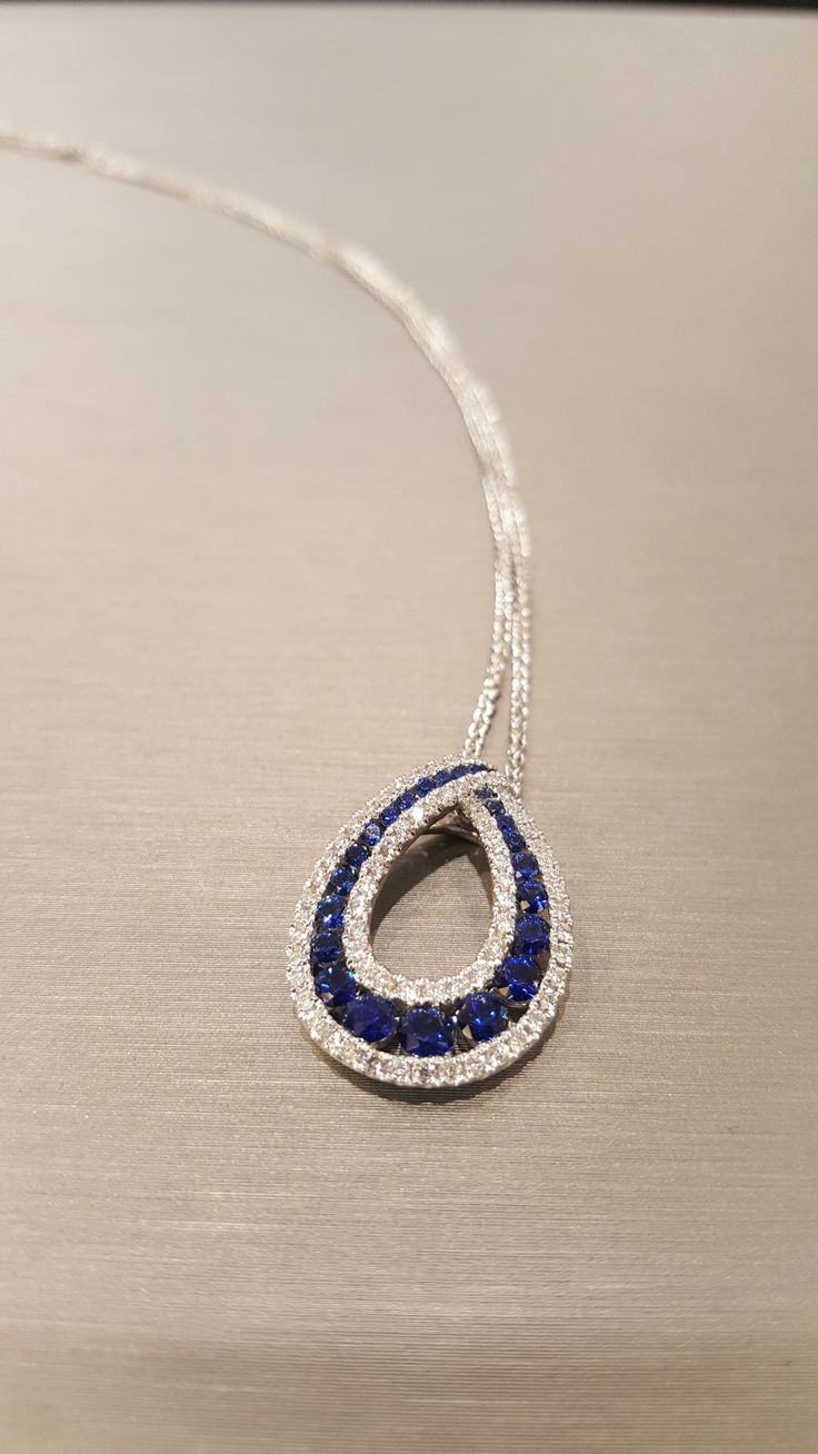Beautiful Sapphire pendant set with sparkly diamonds!!
