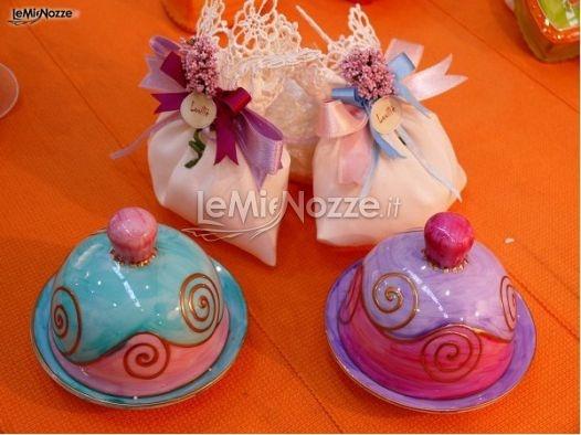 http://www.lemienozze.it/operatori-matrimonio/bomboniere/bomboniere-artigianali-roma/media/foto/12  Bomboniere per il matrimonio artigianali con sacchetti porta confetti