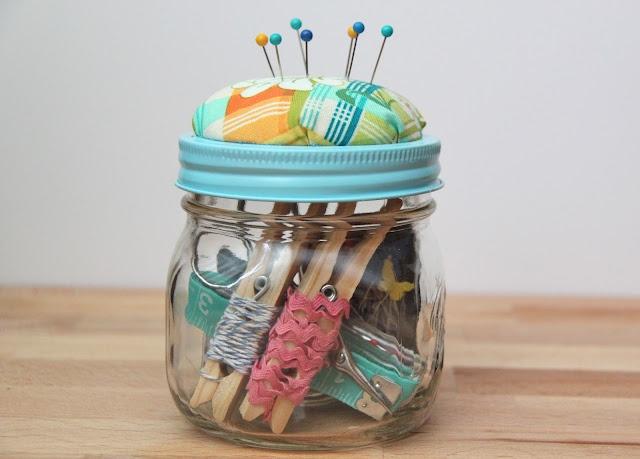 DIY Beginner Sewing Kit Gift Idea-TUTORIAL: Sewing Kits, Pin Cushions, Gifts Ideas Tutorials, Beginner Sewing, Smash Peas, Diy Beginner, Kits Gifts, Mason Jars, Jars Gifts