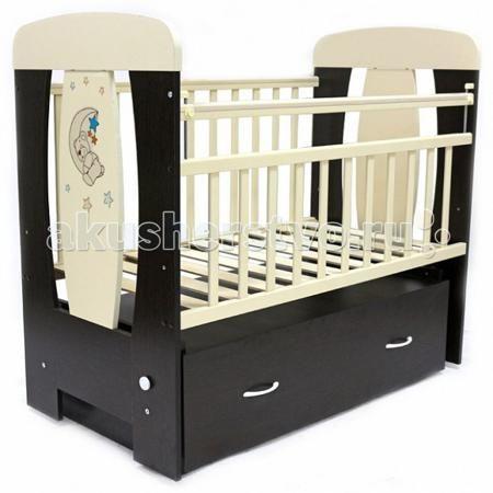 Топотушки Верона поперечный маятник  — 6090р. ------------------  Детская кроватка Топотушки Верона поперечный маятник  Украшающая кроватку аппликация в виде милого медвежонка спящего на луне подарит Вашему малышу хорошее настроение.   Удобная и функциональная детская кроватка «Верона» предназначена для новорожденных детей и используется до 4-5 лет. Изготовлена на современном оборудовании по итальянской технологии из натурального экологически чистого массива березы, что обеспечивает…