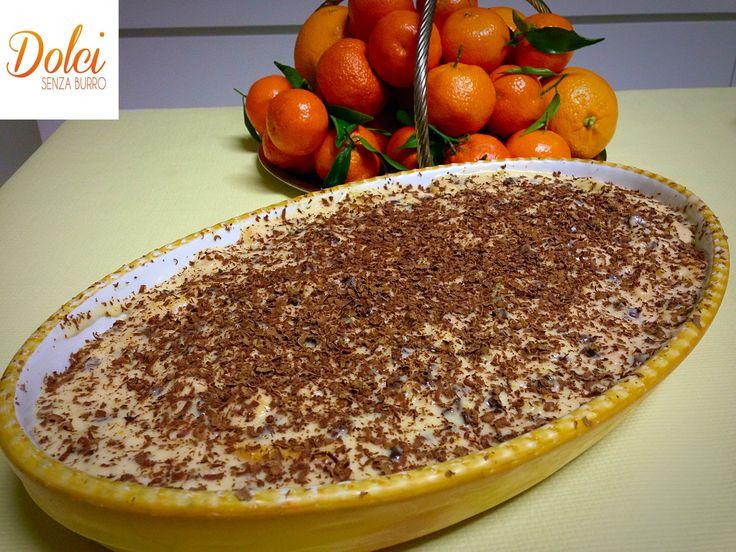 Il TIRAMISÙ ALL'ARANCIA E CIOCCOLATO è un #dolce al cucchiaio leggero e goloso! Una versione originale del #tiramisú dove un letto di #aavoiardi vengono avvolti da una delicata #crema all'#arancia arricchita dal #cioccolato fondente Ecco la #ricetta del #dolce http://www.dolcisenzaburro.it/recipe-items/tiramisu-allarancia-e-cioccolato/ #dolcisenzaburro healthy and light desserts cakes sweets