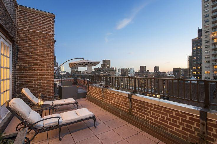 Profitez de cette magnifique terrasse entre amis. #NY #Manhattan #LuxuryHome #design #modern http://fr.luxuryestate.com/p32493961-appartement-en-vente-new-york