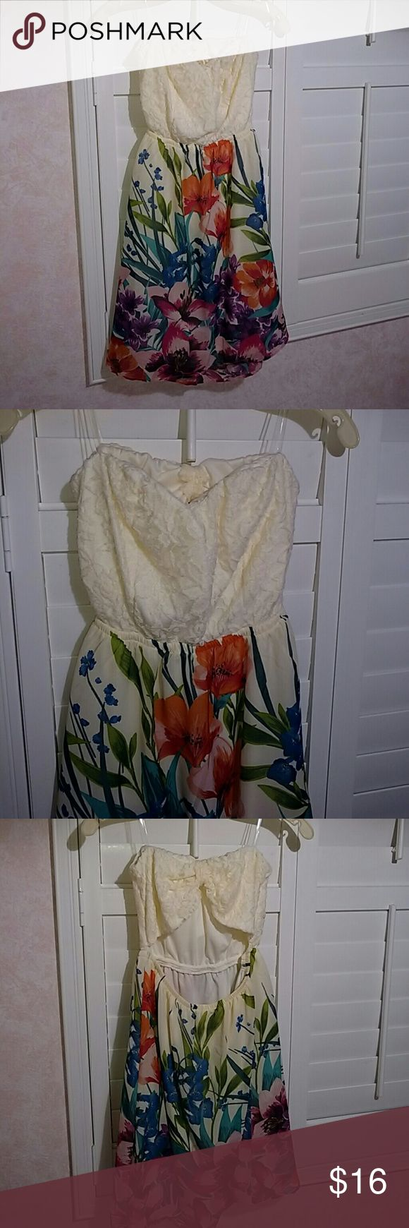 Very pretty and cute strapless dress! This is one of the cutest dresses. Not only is it strapless but it also is backless. It has a cute bow look in the back which makes it pop just a little more. This dress was only worn once so it is like new! Dresses Strapless