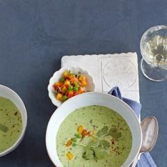 Broccolisuppe mit Chili-Broccoli-Topping - [ESSEN UND TRINKEN]