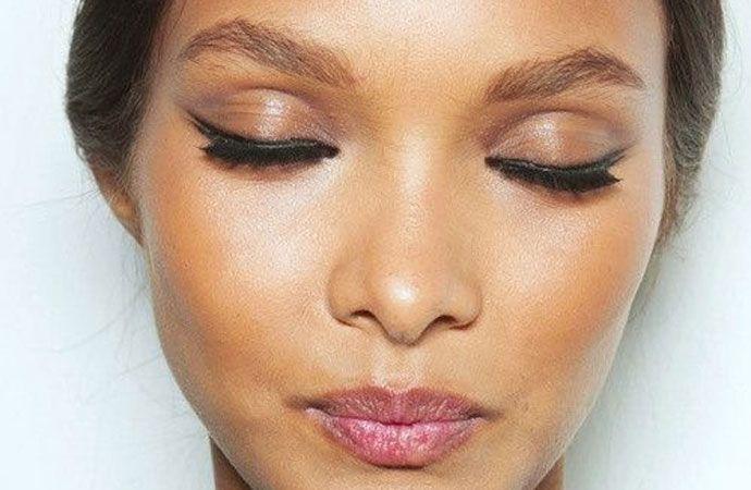 Iets te lang in bed blijven liggen? Geen probleem.. Hier zijn een aantal handige tijdbesparende make-up routine tips op een rijtje gezet waardoor je fris en fruitig de dag door kunt.