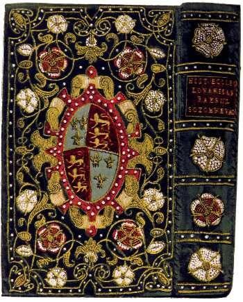 libro antiguo encuadernado en ricas telas