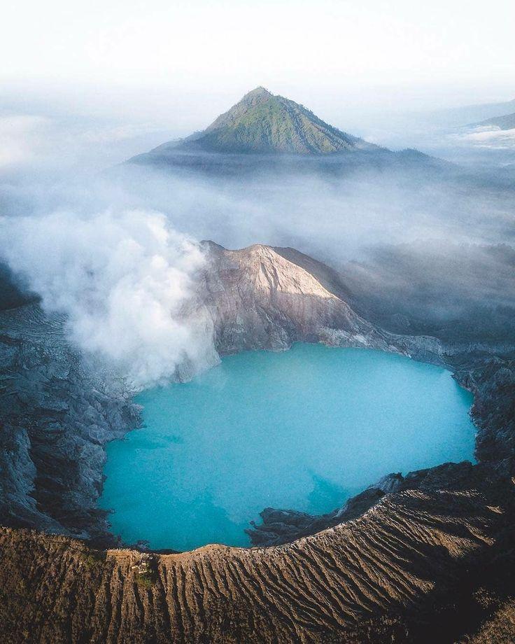 Spectacular view of Ijen Crater . . 📷 by : @philngyn . . #kawahijen #gunungijen #ijencrater #ijenview #explorebanyuwangi #banyuwangitrip #explorenusantara #pesonaindonesia #kelilingbanyuwangi #wonderfulindonesia #tukangjalan #tukang_jalan #tour #travel #travelling  #travelphotography #instagood #instadaily #lifefolkindonesia #liburanmurah #liburanseru
