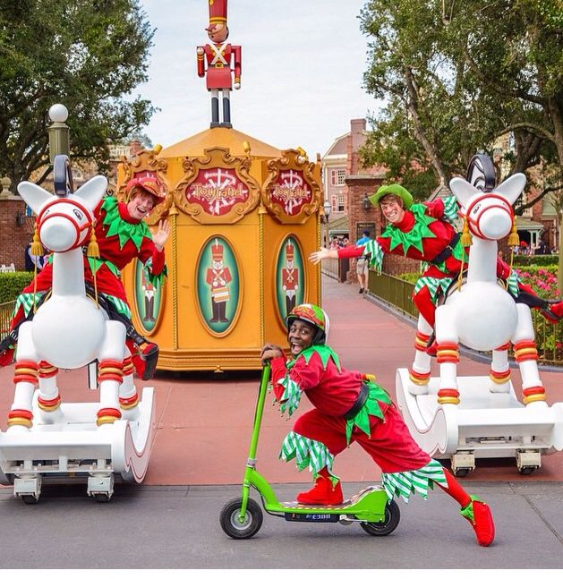 A preview of Santa's fav elves and their toys straight from Toyland!! #disney #elves #toys #princess #dreamjob #wdw #mickeysonceuponachristmastime #float #parade #disney #costumes #lights #xmas #christmas #disneyworld #magickingdom  Pc: Instagram @wiicked26